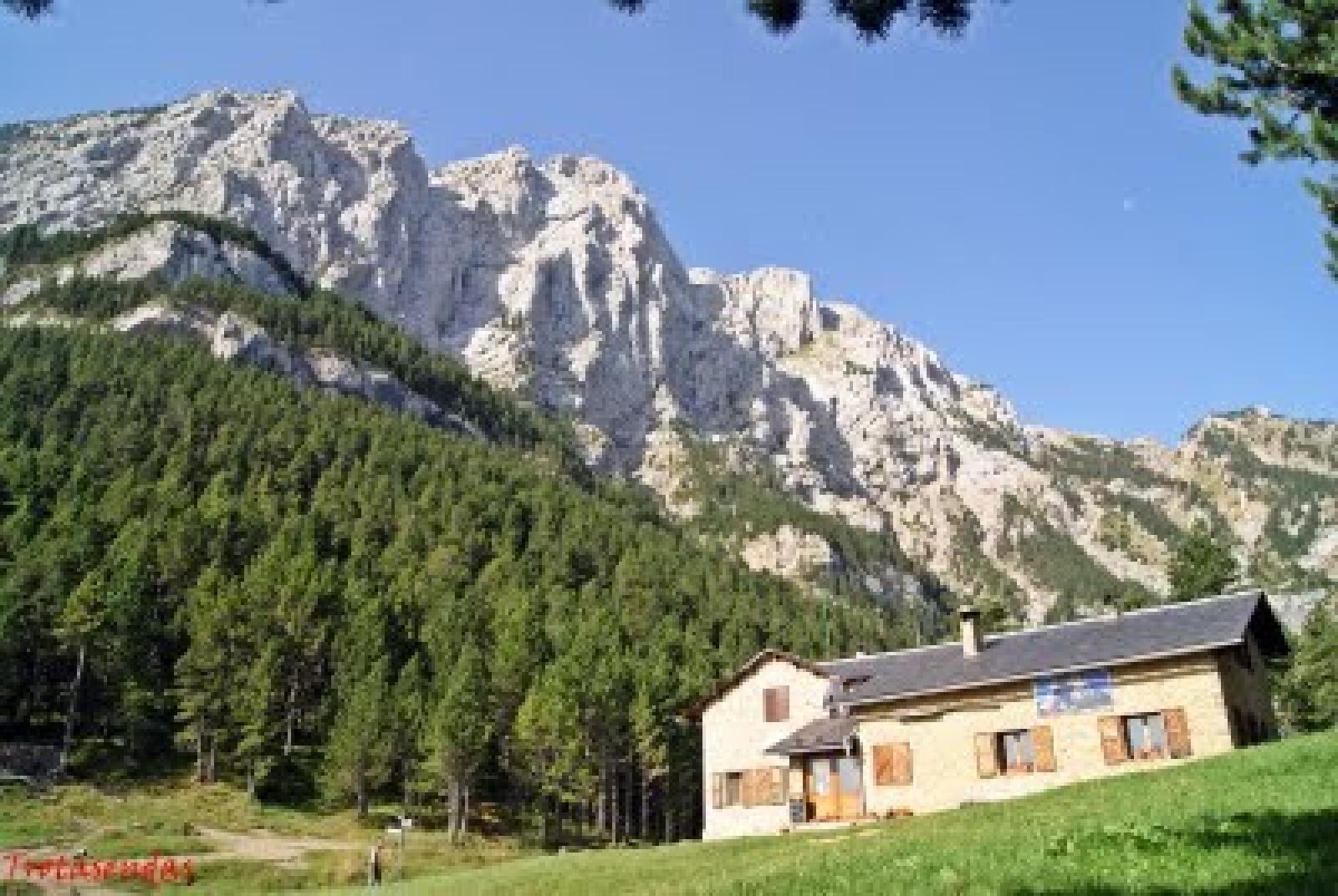 Refugi Lluis Estasen - Mountain Shelters Cadí-Moixeró