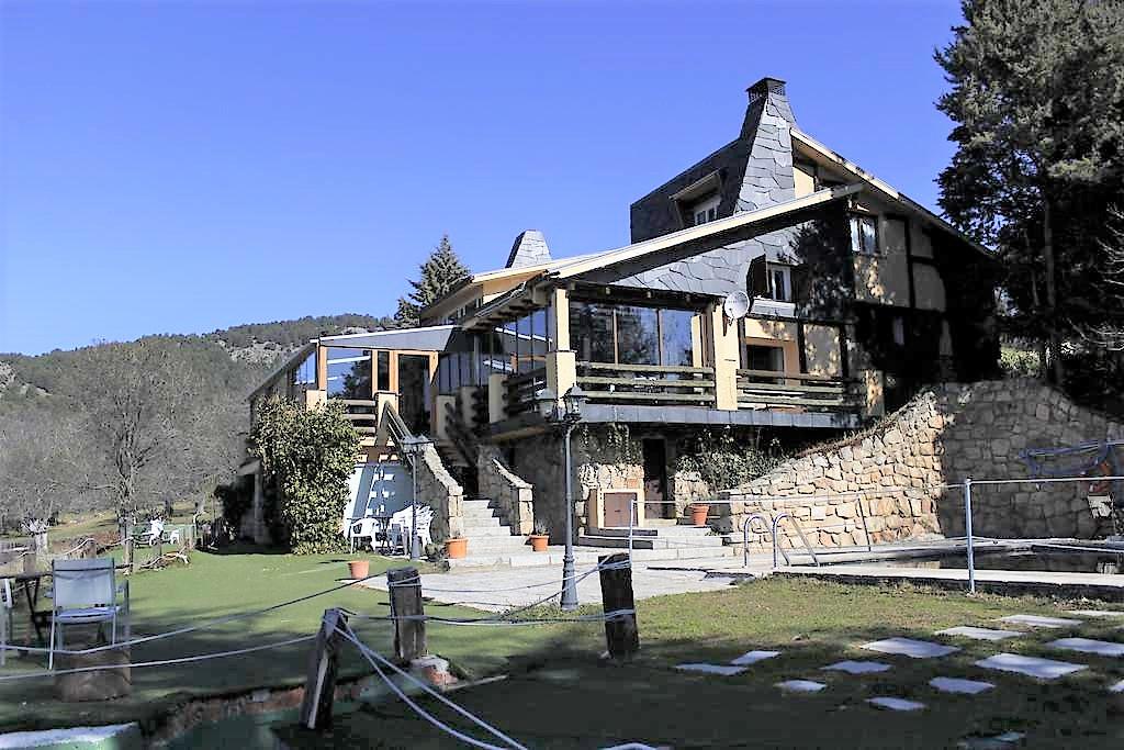 casona navaldelmedio - Where to rest-La Cumbre, Circo y Lagunas de Peñalara