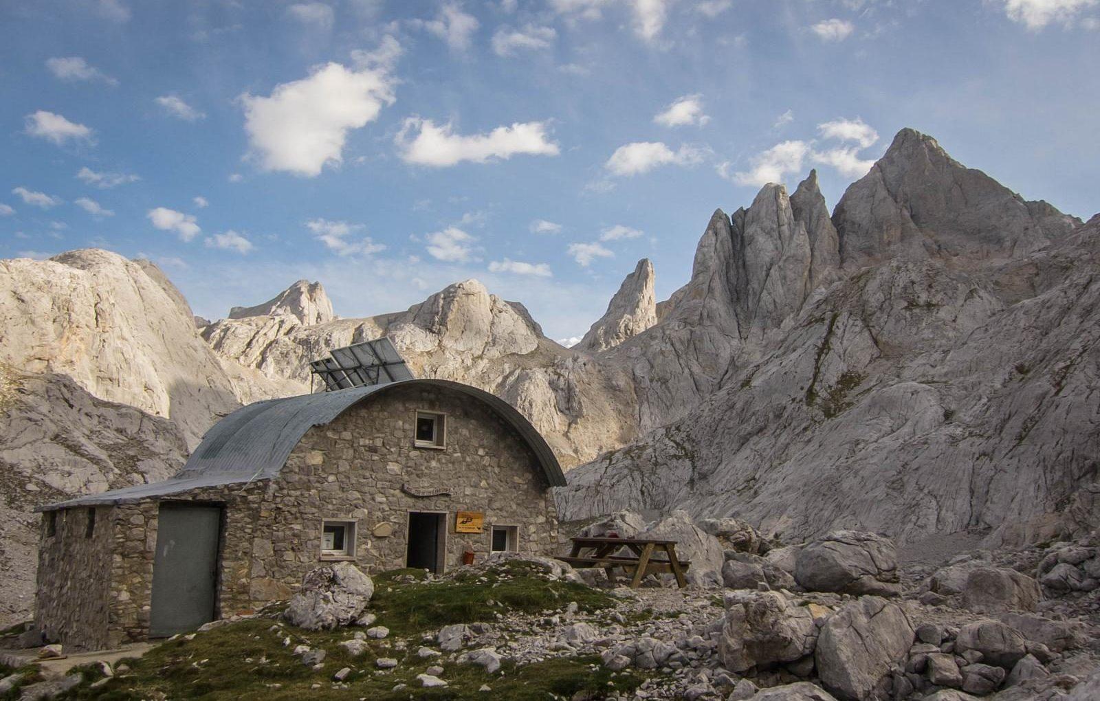 joucabronesrefugio e1587490238777 - Where to rest-Picos de Europa