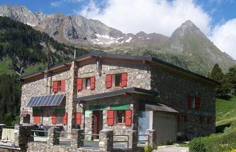 refugioestos e1587056007735 - Mountain Shelters Posets Maladeta