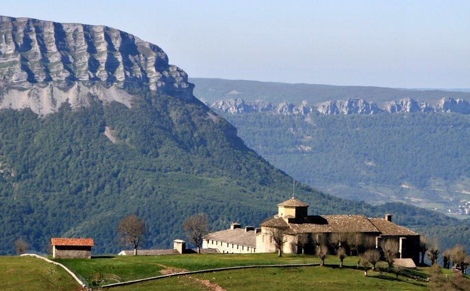 San Miguel de Aralar Navarra e1588499280311 - Parque Natural Sierra de Aralar-País Vasco-España