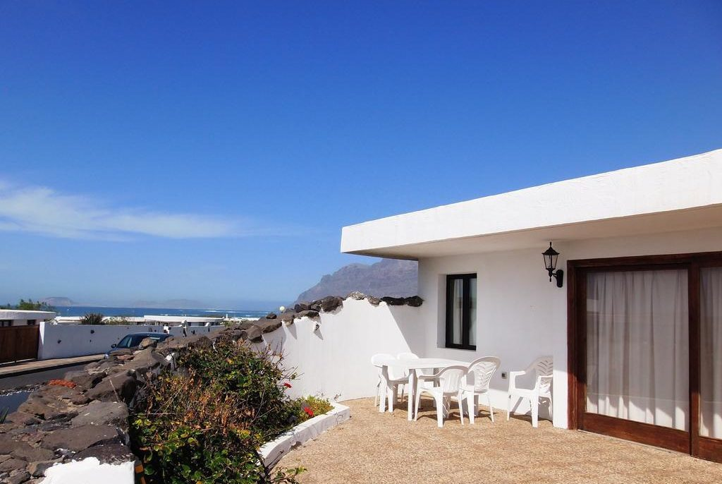 bungalowsfamara e1588956594709 - Where to rest-Archipiélago Chinijo